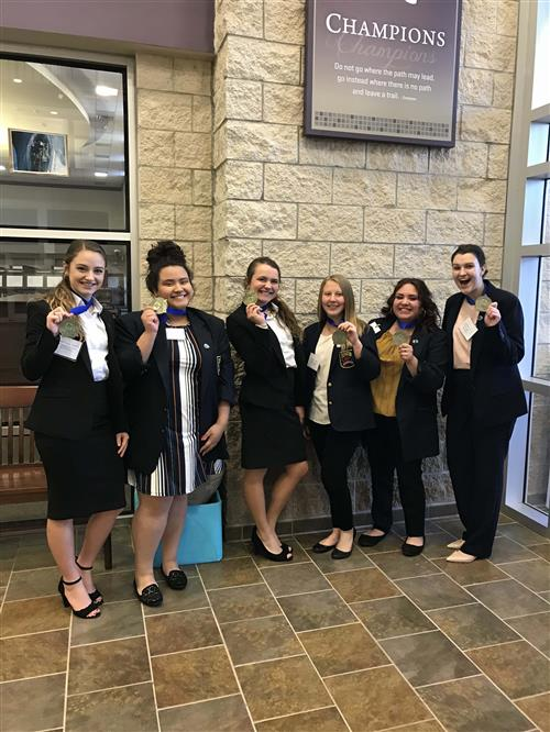 photo of DECA ladies with medals